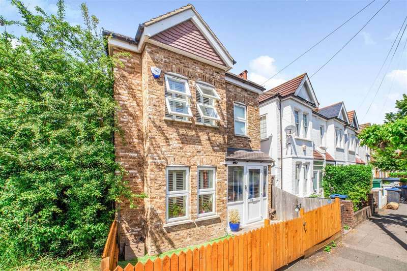 3 Bedrooms Detached House for sale in Vernon Avenue, Raynes Park
