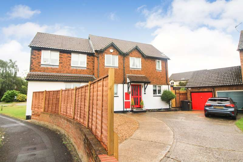 5 Bedrooms Detached House for sale in Lennox Close, Calcot, Reading, RG31