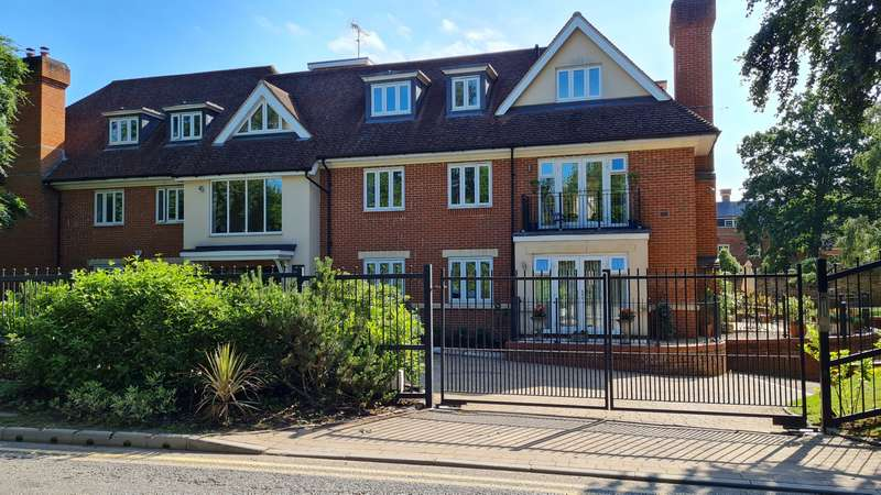 2 Bedrooms Ground Flat for sale in Red Gables St. George's Lane, Ascot
