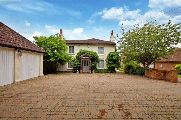 4 Bedrooms Detached House for sale in Halstead Road, Eight Ash Green, Colchester