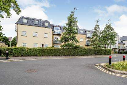 2 Bedrooms Flat for sale in Mornington Road, Woodford Green, Essex