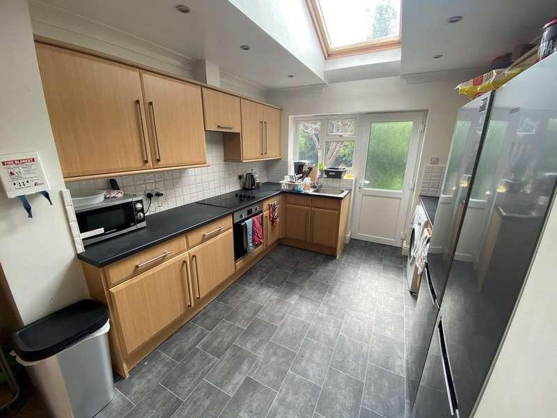 5 Bedrooms Property for rent in Weston Road GU2