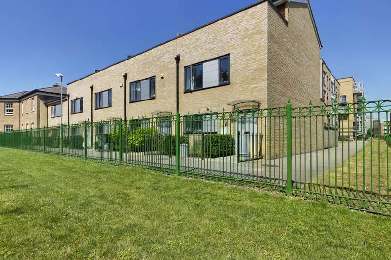 4 Bedrooms Terraced House for sale in Bournebrook Grove, Romford, RM7