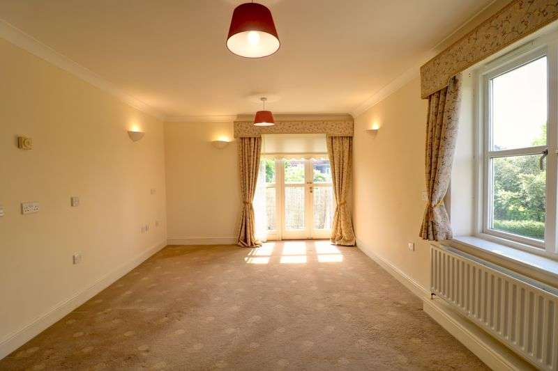 2 Bedrooms Property for sale in Village Way, Ilford