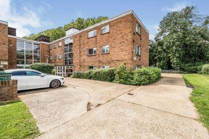 2 Bedrooms Flat for sale in Royston Gardens, Ilford, London