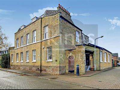 3 Bedrooms Apartment Flat for sale in Powdermill Lane, Waltham Abbey