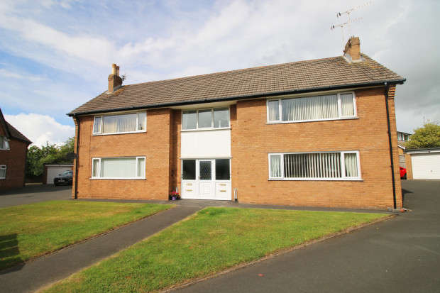 2 Bedrooms Apartment Flat for sale in Fairhaven Close, Thornton-Cleveleys, FY5