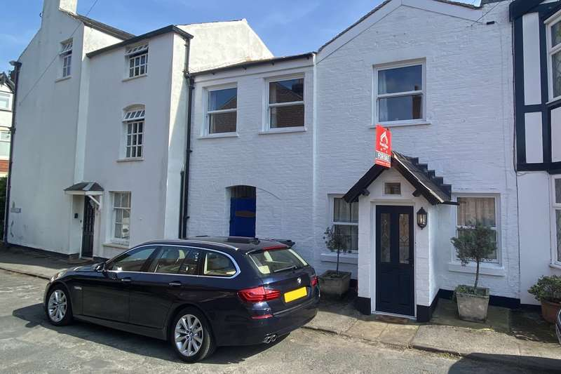 3 Bedrooms Cottage House for sale in Livesey Street , Lytham, FY8