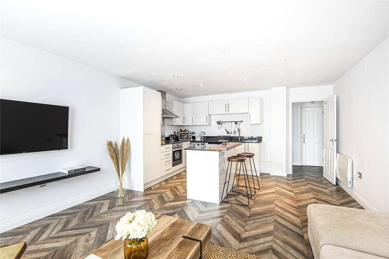 2 Bedrooms Flat for sale in Townview, 184-186 High Road, Loughton, Essex, IG10