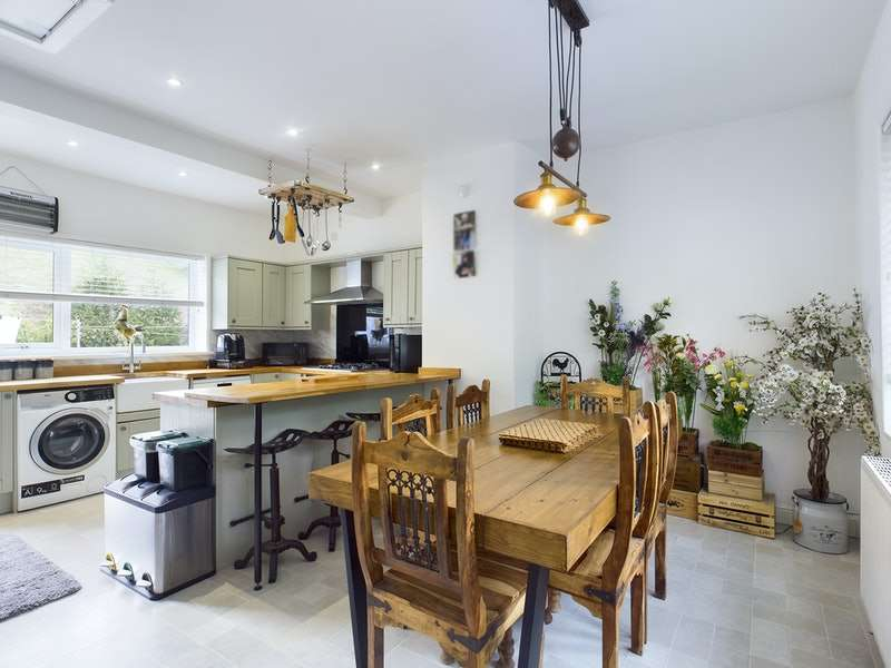 3 Bedrooms Bungalow for sale in Todmorden Road, Littleborough, Greater Manchester, OL15