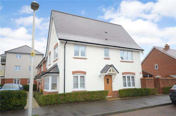 3 Bedrooms Semi Detached House for sale in Wheeler Avenue, Wokingham