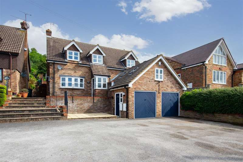 4 Bedrooms Detached House for sale in Castle Hill Road, Totternhoe, Bedfordshire