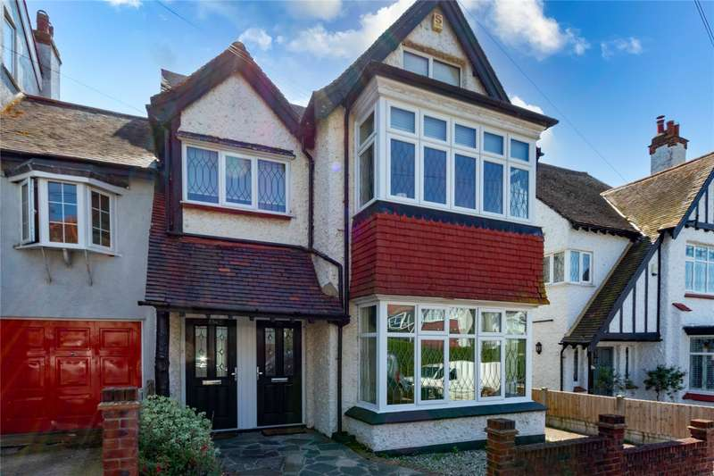 3 Bedrooms Maisonette Flat for sale in Somerville Gardens, Leigh-on-Sea, Essex, SS9