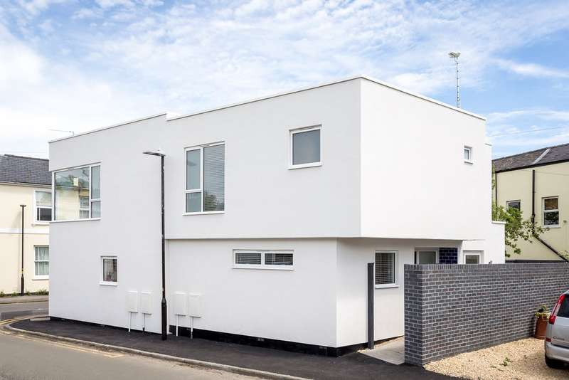 2 Bedrooms Semi Detached House for sale in Norwood Road, Cheltenham GL50 2GB