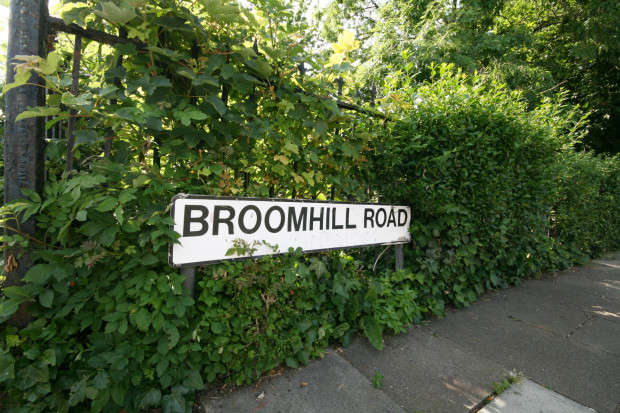 1 Bedroom Flat for sale in Broomhill Road, Ilford, IG3