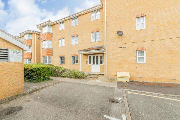 2 Bedrooms Apartment Flat for sale in Suffolk Close, Slough, UK