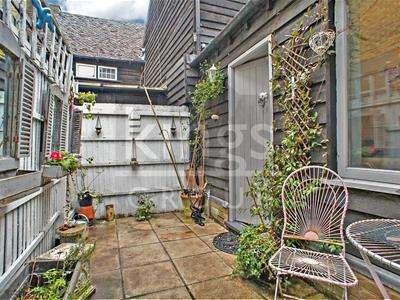 2 Bedrooms Maisonette Flat for sale in Sun Street, Waltham Abbey