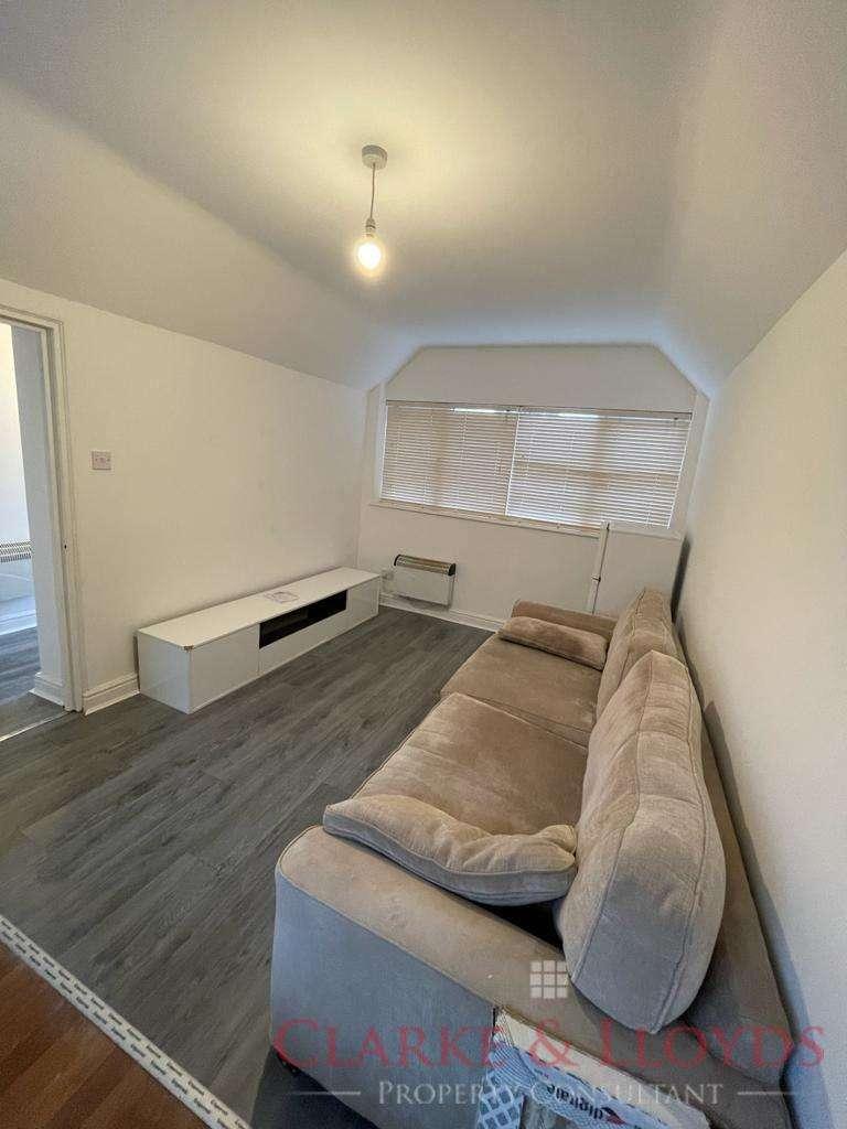 2 Bedrooms Bungalow for rent in BUCKHURST HILL, IG9