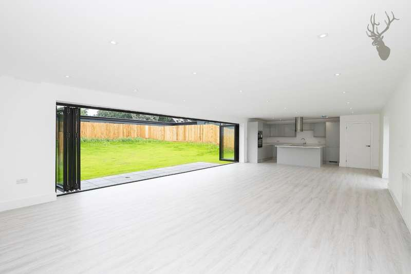 3 Bedrooms Bungalow for sale in Tawney Lane, Stapleford Tawney