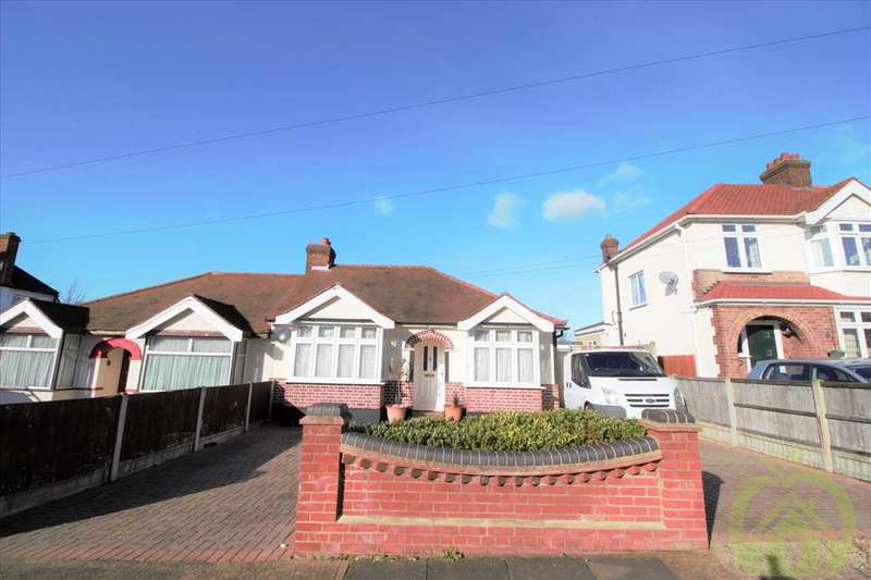 3 Bedrooms Bungalow for sale in Parkside Avenue, Romford
