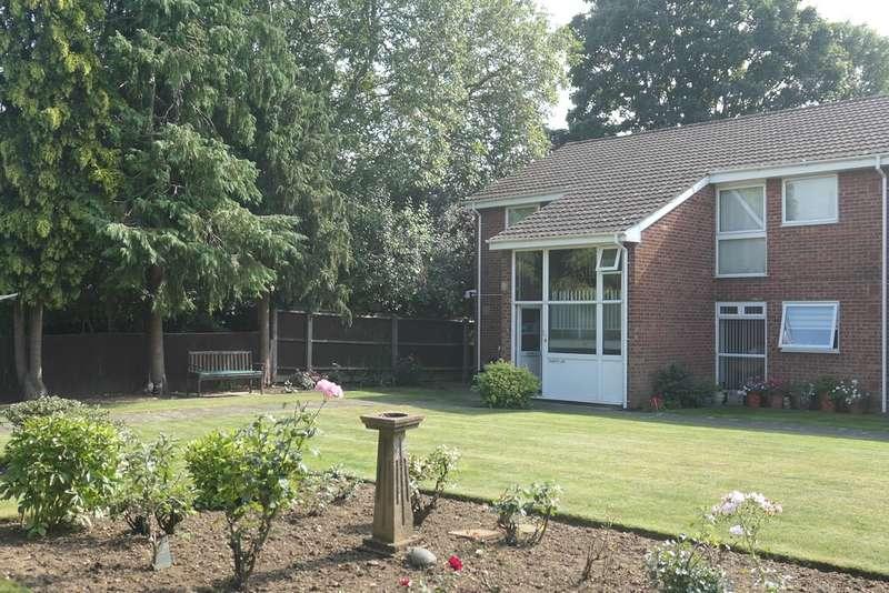 1 Bedroom Ground Flat for sale in Elmbridge Road, Longlevens, Gloucester, GL2