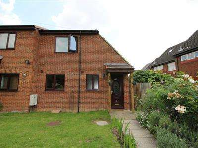 2 Bedrooms House for sale in Nash Road, Romford