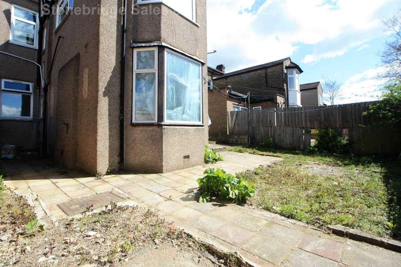 4 Bedrooms Flat for sale in The Drive, Ilford, IG1