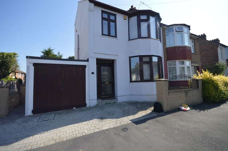 4 Bedrooms Terraced House for rent in Knighton Road, Romford