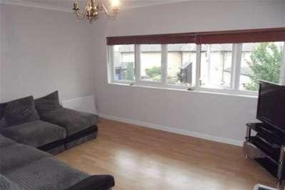 2 Bedrooms Flat for rent in Charleston Avenue, Burnt Mills, Basildon