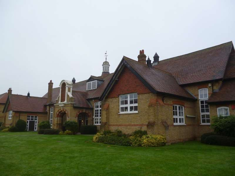 1 Bedroom Property for sale in St Leonards Way, Hornchurch RM11