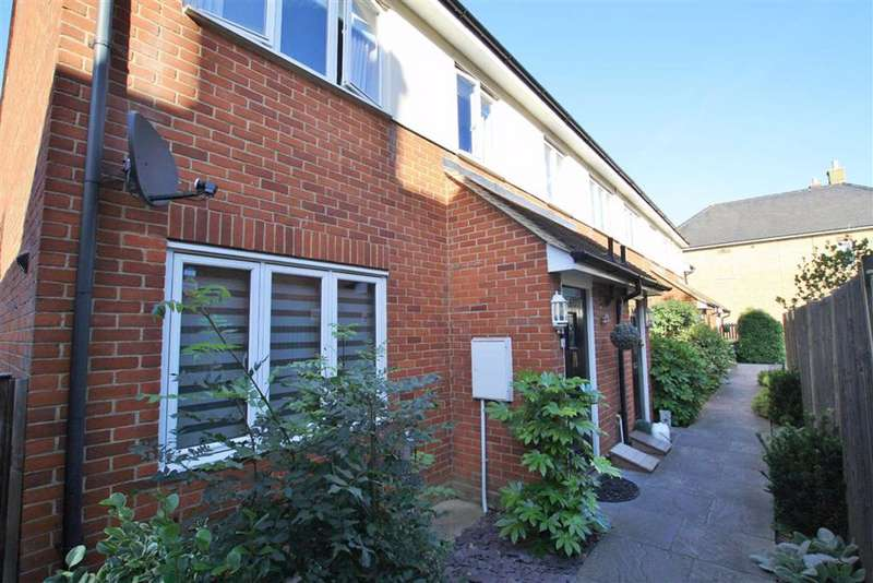 3 Bedrooms End Of Terrace House for rent in Station View, Rochford, Essex