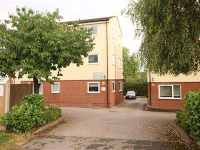 2 Bedrooms Apartment Flat for sale in Shelley Court, Waltham Abbey