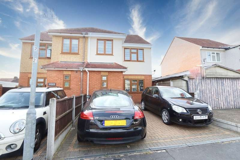 4 Bedrooms Semi Detached House for sale in Takeley Close, Romford, RM5