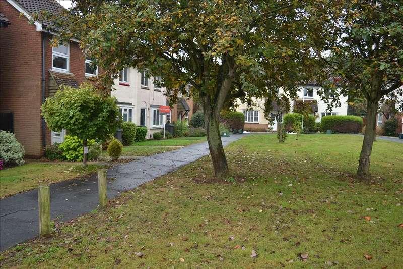 3 Bedrooms House for sale in Herringham Green, Chelmer Village, Chelmsford