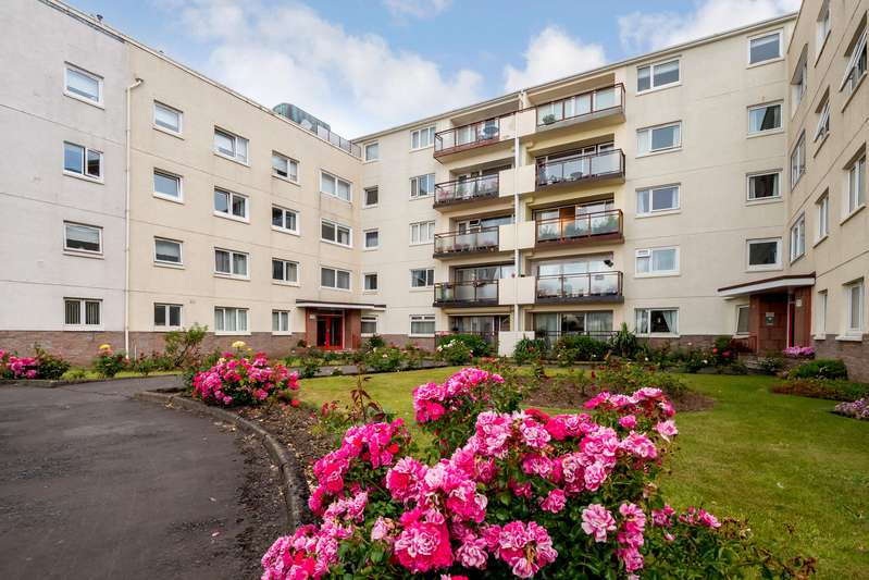 3 Bedrooms House for sale in Castlebay Court, Largs