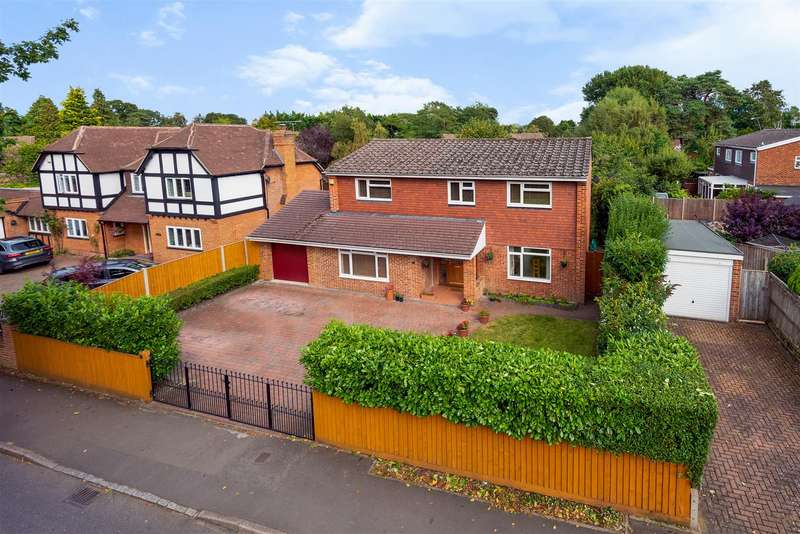 5 Bedrooms Detached House for sale in Gorse Ride North, Finchampstead, Berkshire, RG40 4ES