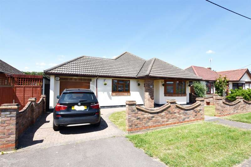 4 Bedrooms Detached Bungalow for sale in The Parkway, Canvey Island