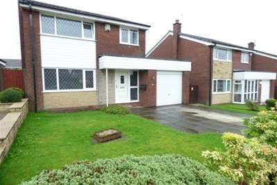 3 Bedrooms House for rent in Freckleton Drive, Bury