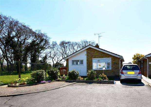 2 Bedrooms House for sale in Shanklin Close, Clacton-on-Sea
