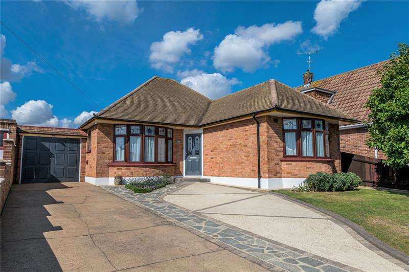 3 Bedrooms Bungalow for sale in Woodgrange Drive, Thorpe Bay, SS1