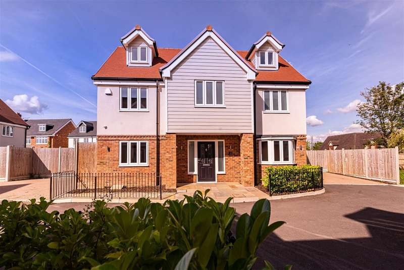 5 Bedrooms Detached House for sale in Abbotts Way , Oak Hill Road, Stapleford Abbotts