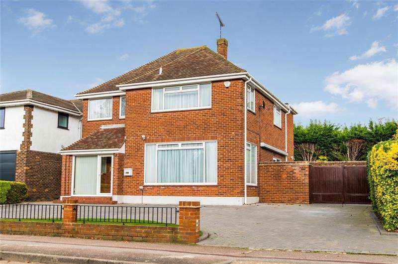 4 Bedrooms Detached House for sale in Willingale Way, Thorpe Bay, SS1