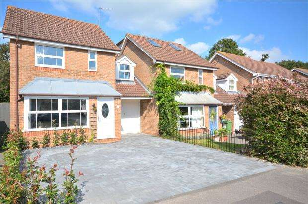 4 Bedrooms End Of Terrace House for sale in Webb Close, Binfield, Bracknell