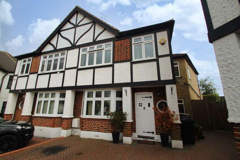 4 Bedrooms Semi Detached House for sale in Glebeway, Woodford Green