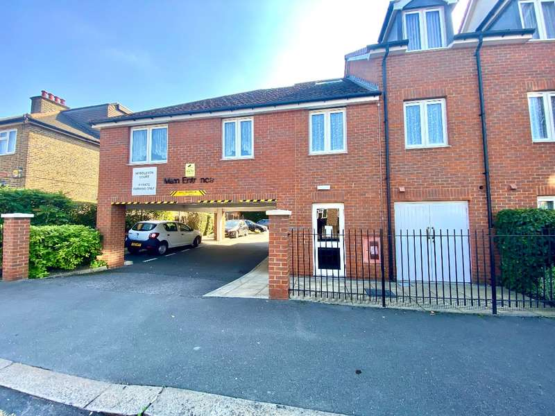 2 Bedrooms Flat for sale in Myddleton Court, Clydesdale Road, Hornchurch