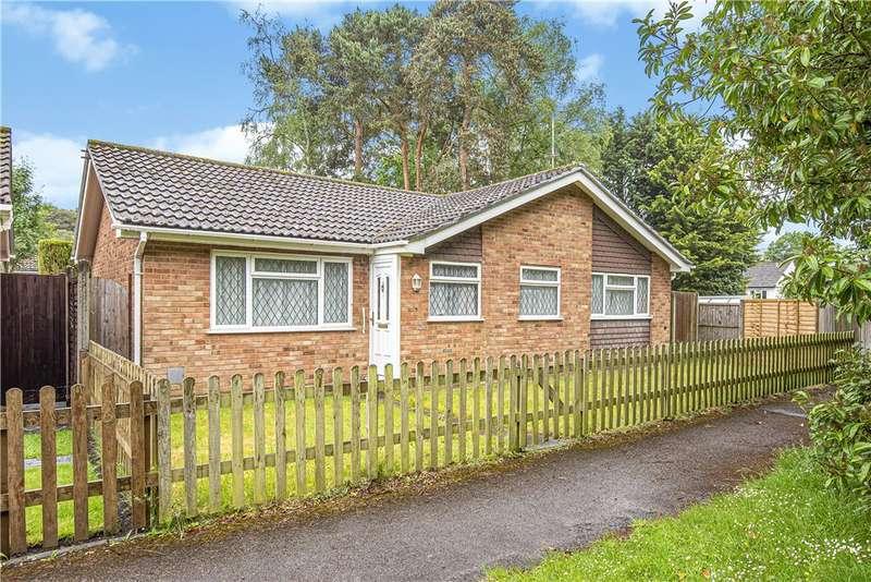 3 Bedrooms Detached Bungalow for sale in Balliol Way, Owlsmoor, Sandhurst, GU47