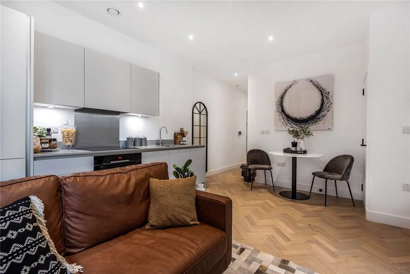 Apartment Flat for sale in Park House, 15 Bath Road, Slough, SL1