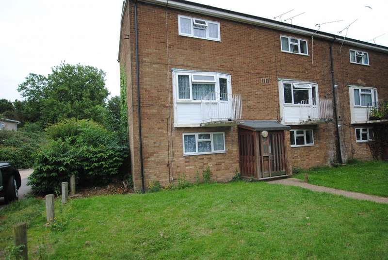 2 Bedrooms Maisonette Flat for rent in Pattiswick Square, Basildon, SS14