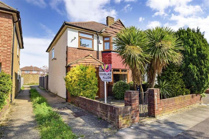 3 Bedrooms End Of Terrace House for sale in Laurel Close, , Hainault, Ilford, Essex