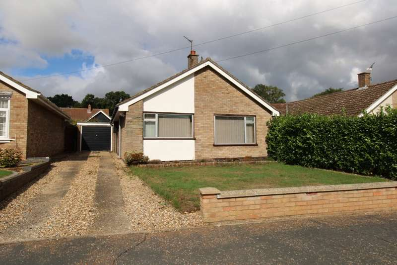 2 Bedrooms Bungalow for sale in 7 Romany Walk, Poringland, Norwich, Norfolk